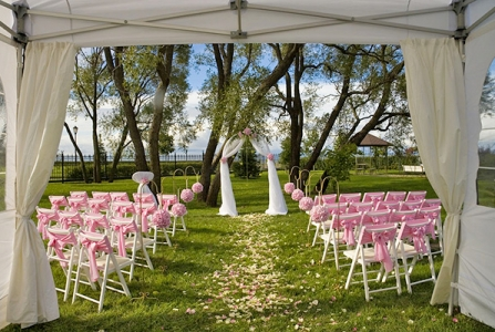 4 Things You'll Need For Your Outdoor Wedding