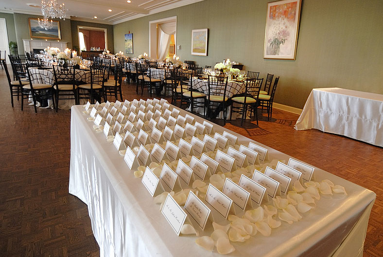 4 Ways Event Rental Companies Help You Plan a Grand Party