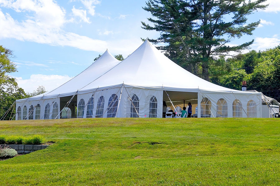 Benefits of Renting a Tent for Your Outdoor Wedding Reception