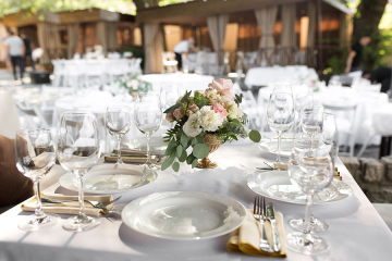 3 Factors to Consider When Selecting a Banquet Table for Your Party
