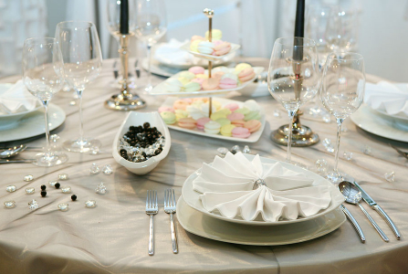 What to Consider When Renting Tables for a Wedding