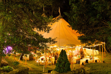 4 Must-Have Accessories for Tents for Your Outdoor Party