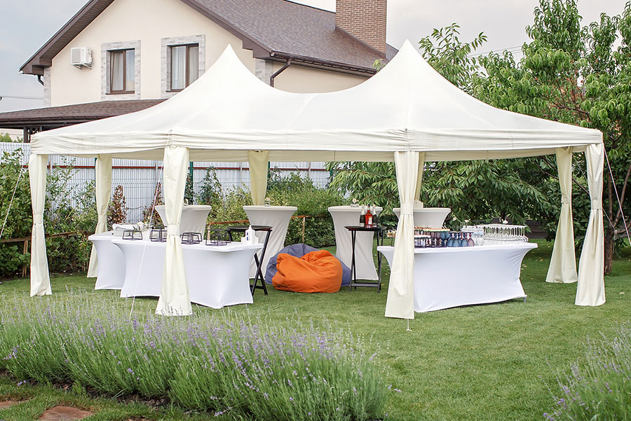 Benefits of Renting Linen Fabrics for a Graduation Party
